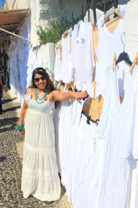 You will find street stalls selling white cotton,linen, chiffon dresses, midi skirts, loose tops AKA kurtis, maxi dresses etc. I went prepared;) you see