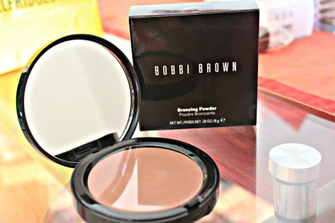 This soft matte, silky-smooth bronzer instantly gives skin the look of a natural tan. Bobbi suggests using Bronzing Powder year round to get a sun-kissed look