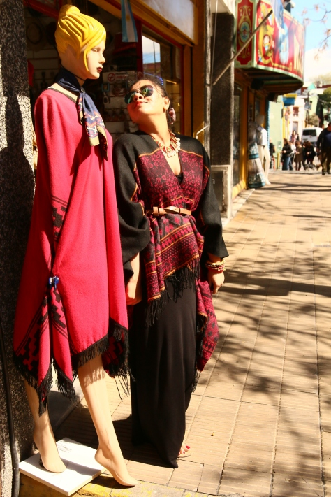 These over-sized blanket-kimonos were in every clothing shop's display in La Boca. Coincidental or I went prepared!;)