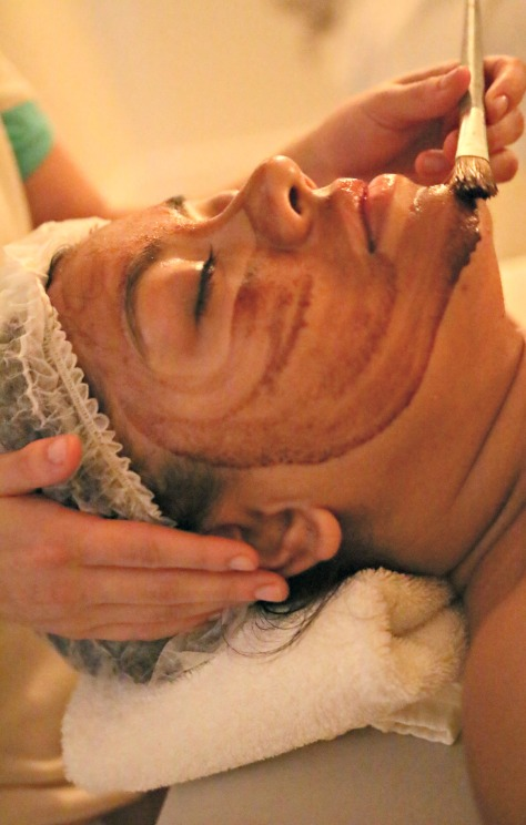 A nutritive, hydrating facial based on chocolate
