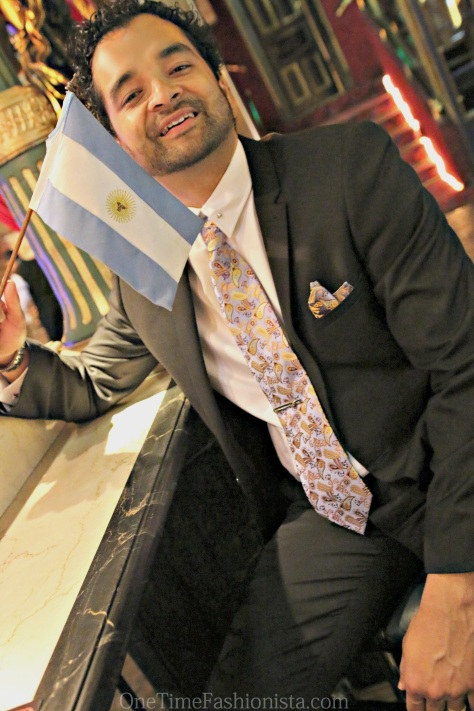 Another photo opportunity for me when I found the Argentine flag matched with my Tie-set