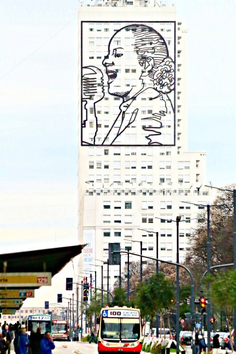 Portrait of Eva on the Ministry of Health building in 9 de Julio