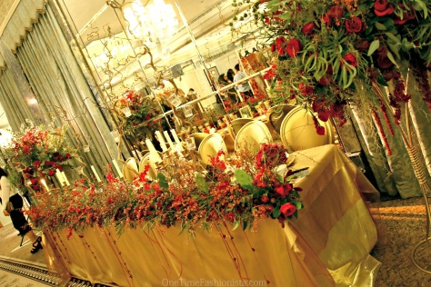 Who wouldn't like to have a master table like this for their wedding day dinner by Zita Elze?