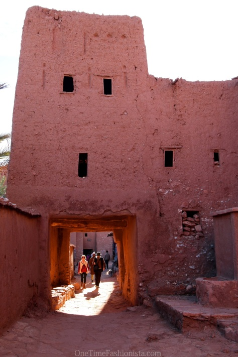 All of the buildings that you will find inside the old town of Ait Ben Haddou were made of nothings else than just clay and staw, mixed with water, pressed togeather and finally dried in the sun