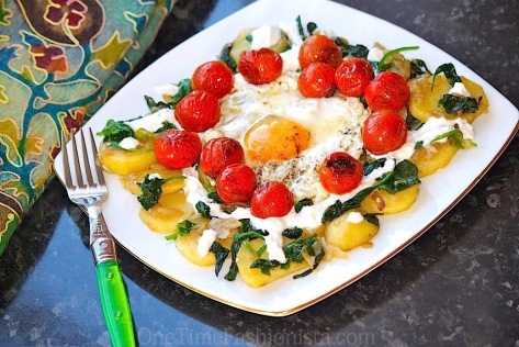 Sunday Brunch: Braised Eggs With Cherry Tomato, Spinach and Greek Yoghurt