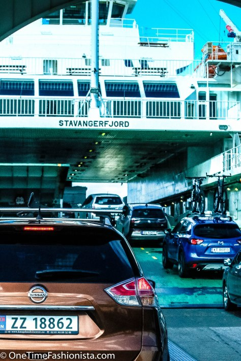 Cars queuing up in the ferry