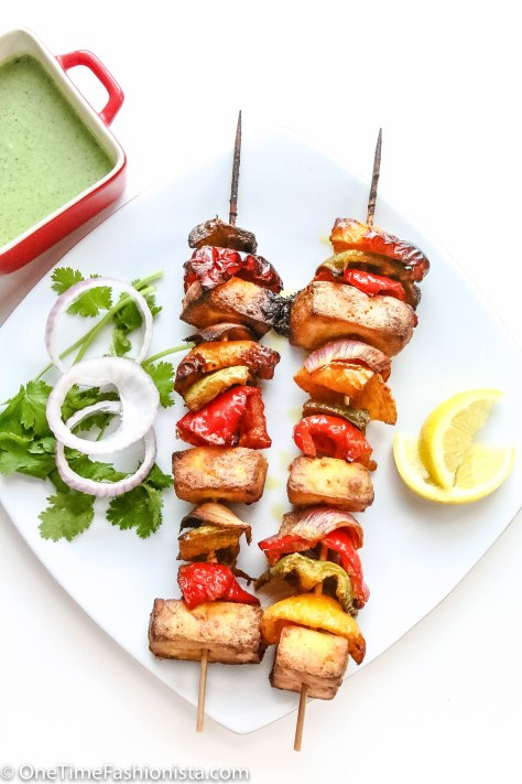 Paneer Tikka, belle pepper and onion on skewers, served with onion rings, lemon wedges and mint-coriander chutney