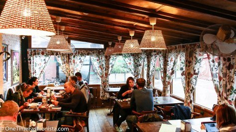 The atmosphere and lof-key interior is perfect to enjoy home-style food