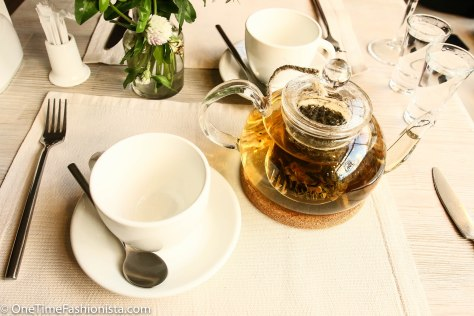 While we wait for our desserts to arrive, we ordered another pot of homemade tea in a new flavour