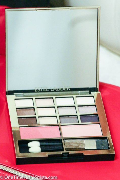 This is my most favourite item of this set- I have used this palette creating my Christmas Party eye make up