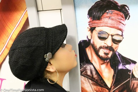 Tanusree meets her Love of Life (Bollywood Actor Shah Rukh Khan) in London Underground Station
