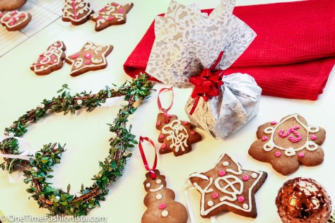 Gingerbread Cookies: Homemade Christmas Presents and Tree Decorations