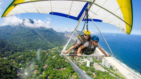 Hang-gliding in Rio: fly in shy sky, see the sea